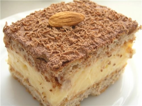 Миндальные пирожные с ванильным кремом