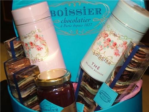 Колоритные девушки угощали меня и позировали с удовольствием Это шоколад натуральный Другая компани... - 3