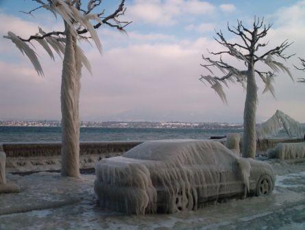 Вот такая красотища образовалась в Женеве на берегу озера Леман в следствии холодного ветра, скорос... - 2