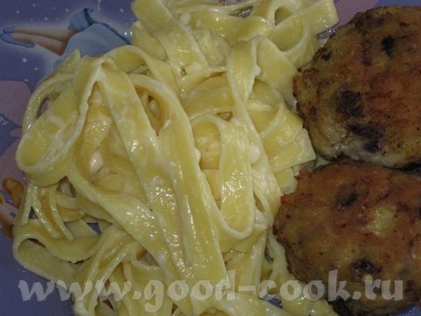 это наш обед суп с фрикадельками и макароны с плавленным сыром и котлетами (темные пятнышки это лук... - 2