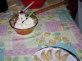 Круассанчики с сыром На тесто берем: 1 кг муки около 300 грамм марнарина или сливочного масла - рас... - 2