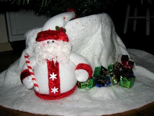 А вот такой Санта у нас под елкой А это одна из игрушек, я привезла из России
