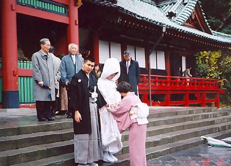 В одном из храмов увидела свадьбу: Улица маленького городка – Камакуры (я заметила, что улица на Ир...