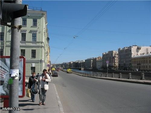 А это уже Фонтанка - вид на мост Ломонсова, я вам его зимой показывала