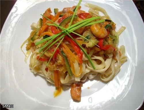 Лапша с овощами и морепродуктами Состав на 4 порции: Лапша удон 0,3кг ; тигровые креветки 0,15кг ;... - 5