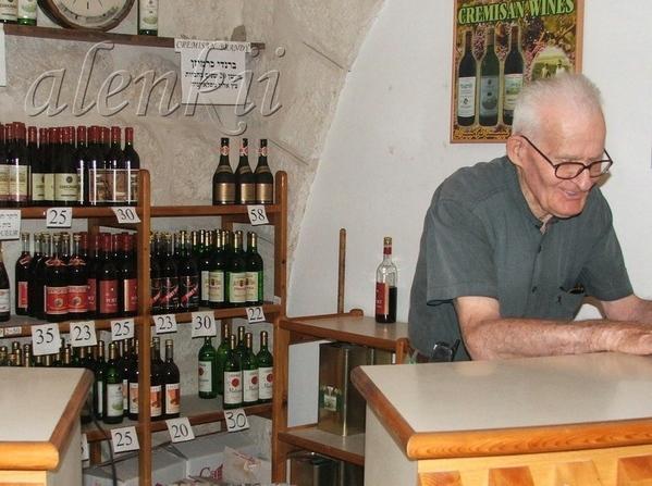 При монастыре есть небольшой магазинчик, где можно попробовать и приобрести вина, бренди и оливково... - 2