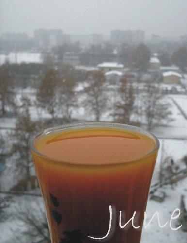 Оранжевое на заснеженном