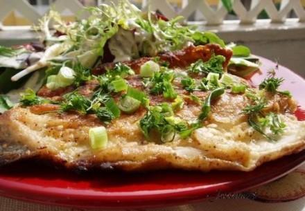А у нас вчера на обед была жареная форель (назовем ее Батерфляй с чесночком) и салат политый моим с...