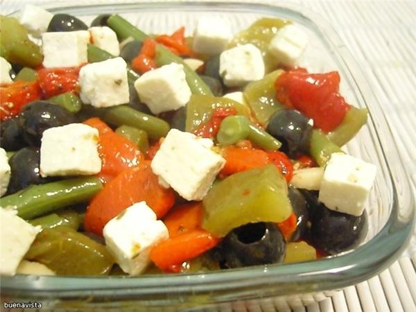 """Средиземноморский салат из перца источник: журнал """"Гастрономъ"""", #1(24), 2004 Что нужно: на 6 порций..."""