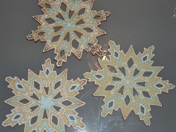 А это мои экперементы с печенюшками снежинки как то не очень кривовато косовато - 2