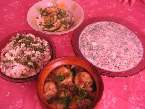 У нас на ужин сегодня все летнее и легкое окрошечка (она теперь очень часто), салатик крабовый, каб...