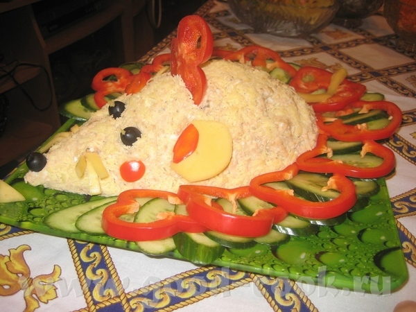 Вот ещё несколько идей, как оформить салатики