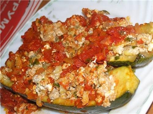 Фаршированные цуккини с томатным соусом