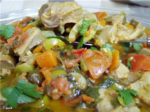 Рагу из куриных пупков с овощами и оливками