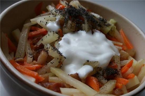 """Салат из кольраби с беконом журнал """"Гастрономъ"""" на 2 порции: 100 г бекона 200 г моркови 200 г кольр..."""