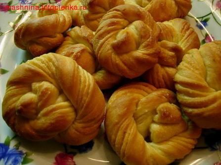 , пирожок простейший: хрущевское тесто, начинка - рубленый лимон с сахаром и пара ложек крахмала