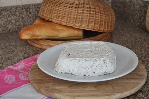 Канапе из креветок, огурца и яблок Террин из творога с редисом Сырный паштет с соусом песто - 2