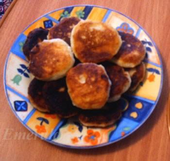А у нас сегодня были сырники от IRENA, вчерашний сырный супчик , гречка с мясной подливкой , желе и...