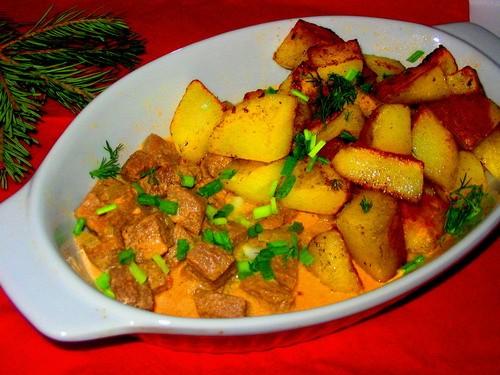 жаркое с говядиной в сливочном соусе с хачапурями