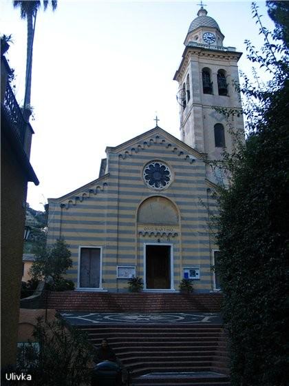 характерная для этой местности архитектура соборов и псевдо-мозаичный пол