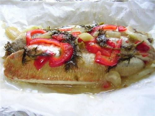 Филе рыбы Knurrhahn ( как по-русски не знаю, в переводе стоит- рычащий петушок), запеченноё в фольг...