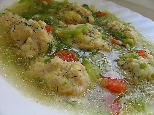 себе любимой на обед делала такой салатик салат из сельди с фасолью а это для мужа морковный суп с... - 2