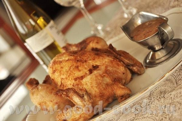 Запечённая курица с соусом с беконом