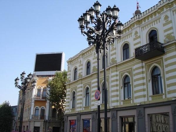 Так теперь выглядит площадь Свободы: Слева вы видите здание отеля и бизнес-центра Мариотт, который... - 3