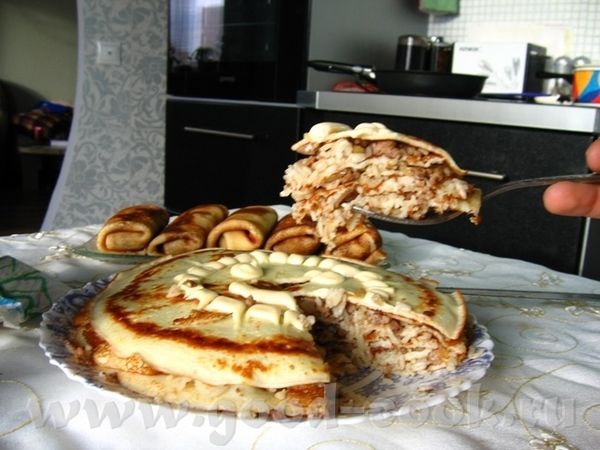 Блинный тортик от любимого блинчики обычные, между ними - обжаренный фарш с луком и рисом, надо был... - 2