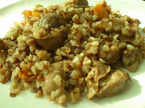 ГРЕЧКА С КУРИНЫМИ ЖЕЛУДОЧКАМИ 0,5 кг куриных желудков 1 морковь 1 луковица 3 стакана гречневой круп...