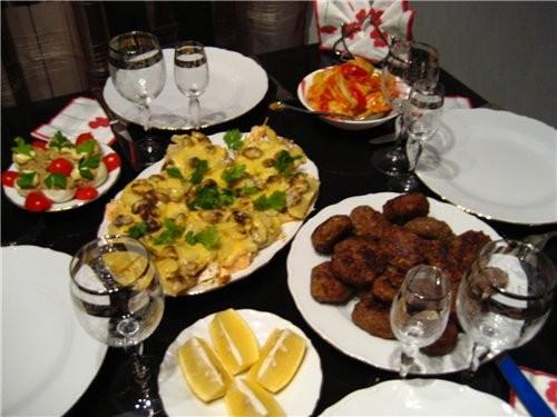 К нам приходили гости на ужин, вот (еще был салат из креветок и ананаса, но в стадиии приготовления...