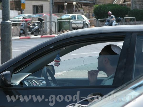 Просто водитель Ортодоксальные иудаисты Просто посетители кафе Религиозная еврейская женщина