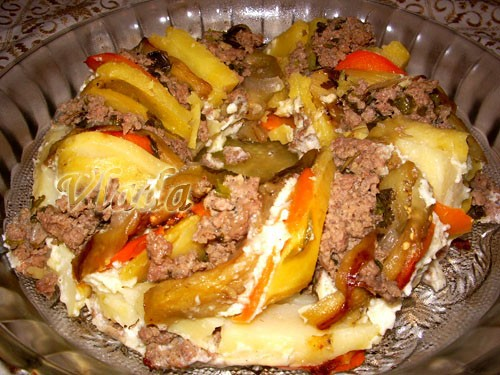 Запеканка с баклажанами источник:вырезка из Лизы 500 г картофеля 2 луковицы 1 зубчик чеснока 500 г...