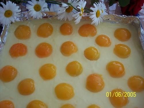 Вот мой тортик, рецепт в немецкой темке, в переводе с немецкого торт называется Яичница и вразрезе