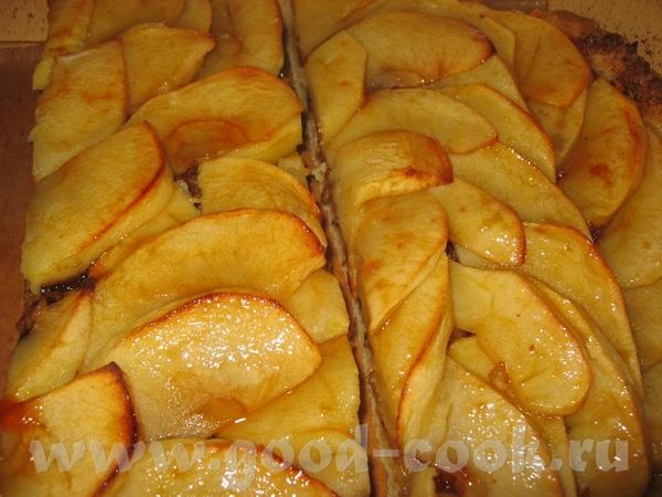Фламбированный яблочный пирог с грецкими орехами на песочном тесте