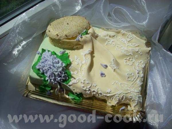 Шкатулка,салфетка и гроздь сирени