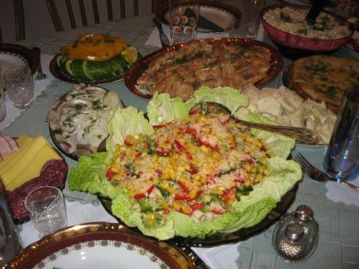Салатик из кальмаров, яблочек, кукурузы и болгарского перчика: