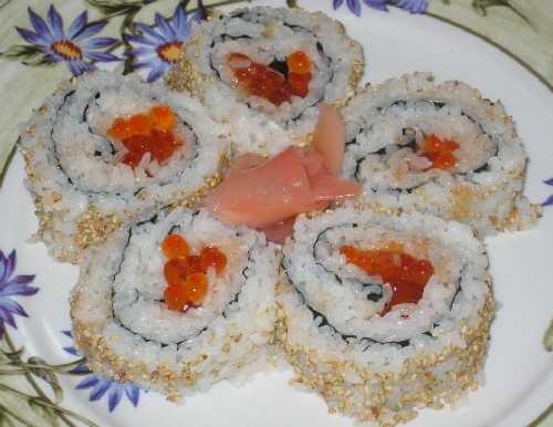 Даю суши-маки Только что, буквально от стола С крабовым мясом С авокадо и крем-чизом С икрой, попыт... - 3