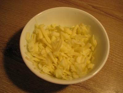Рулетики из свинины с яблоком, сыром и горчицей Понадобится свиной шницель, небольшое зелёное несла... - 2