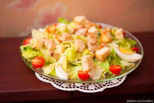 Салат Цезарь с лососем/курицей