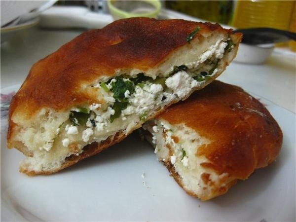 Пирожки с сыром лор Lor peynirli bцrekler 500 г муки 1 стакан молока 10 г дрожжей 1 ч
