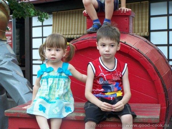 Это еще фото из Челябинска с фотоаппарата сестры, так что тут даже есть я) Дочка с двобродным братом Это снова ЦПКи...