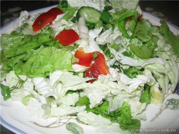 Такую курицу нужно подавать обязательно со свежими овощами – любыми, кроме помидоров, щавеля и шпината, поэтому пока он... - 2