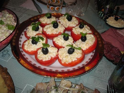 Фаршированные помидоры (в качестве фарша использовала салат из мяса криля):