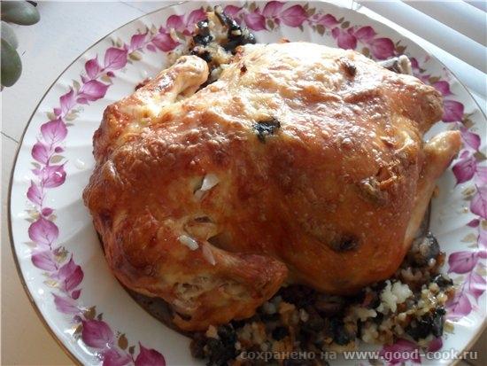 А на главное горячее блюдо была Курица фаршированная рисом с грибами - курица 2 кг - майонез 3 ст