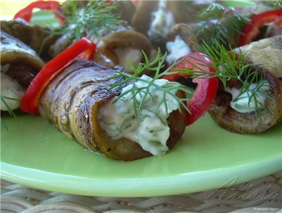 Трубочки из баклажан с крем-сыром и зеленью 1-2 баклажана (нарезать в длину языками) пучок укропа,п...