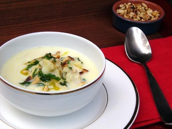 Суп-пюре из цветной капусты с шафраном