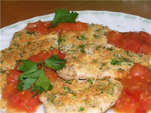 Отбивные с сырной корочкой и томатно-чесночным соусом Фаршированные цуккини с томатным соусом (чей-...