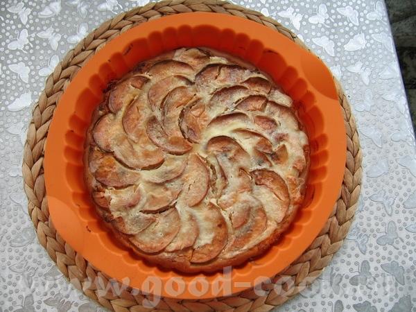 а вот и мой яблочный пирог с творогом от тесто только совсем другое - на кефире и яблоки кружочками... - 2