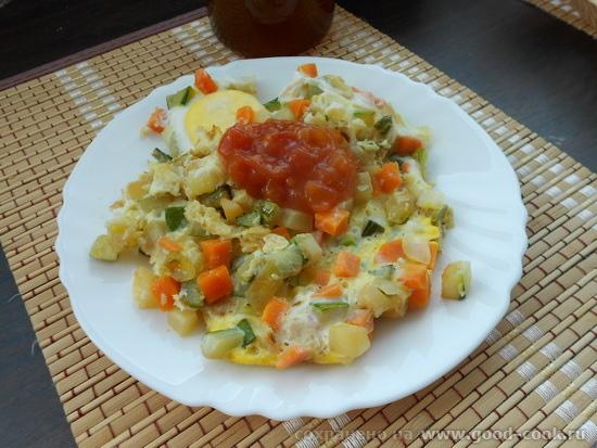овощи легкой обжарки с яйцом